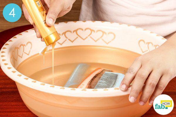 add shampoo to clean a dirty hair comb