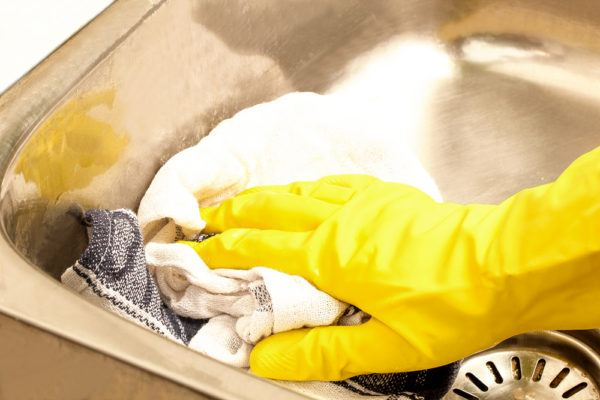 Wipe with a cloth to clean stainless steel sink