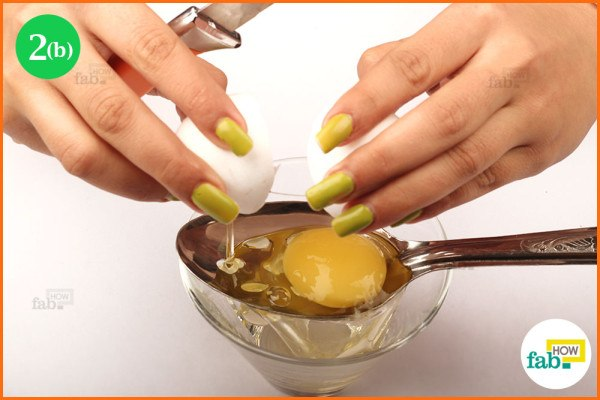 Pour the egg on spoon