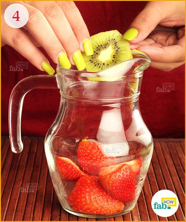 Add kiwi in the pitcher