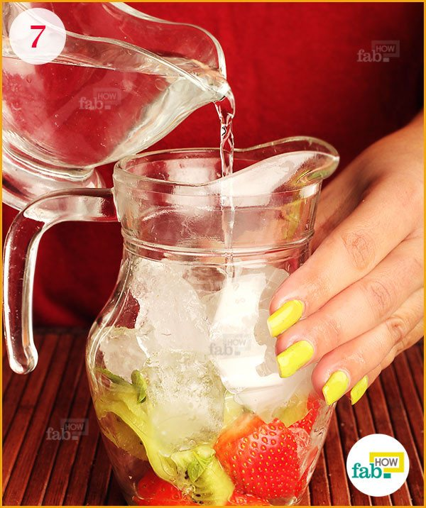 Pour water in the pitcher