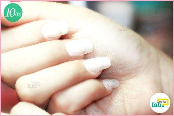 FInal acrylic nails after top coat