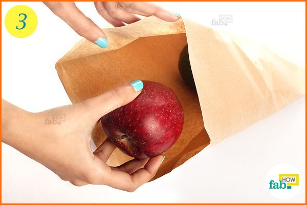 Put a ripe apple in the bag