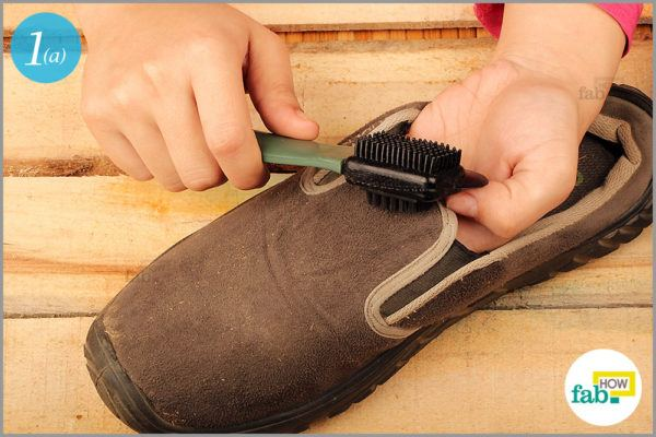 Brush with a suede cleaning brush
