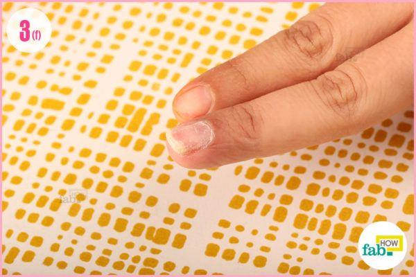 Soak nails acetone