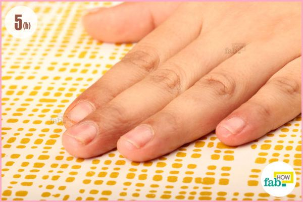 Moisturize nails olive oil
