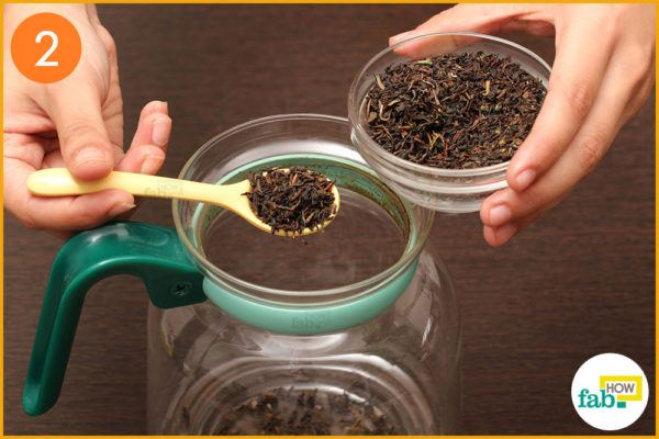 Add 1 teaspoon of tea leaves