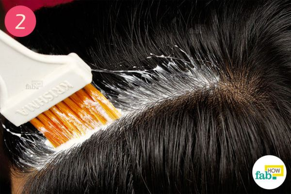 Apply on the scalp with a hair dye brush