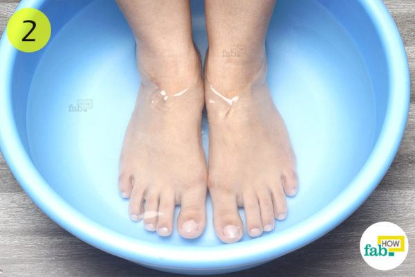 Soak your feet in the foot bath for 10-15 minutes