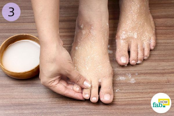Apply sugar scrub to your feet for 10-25 minutes