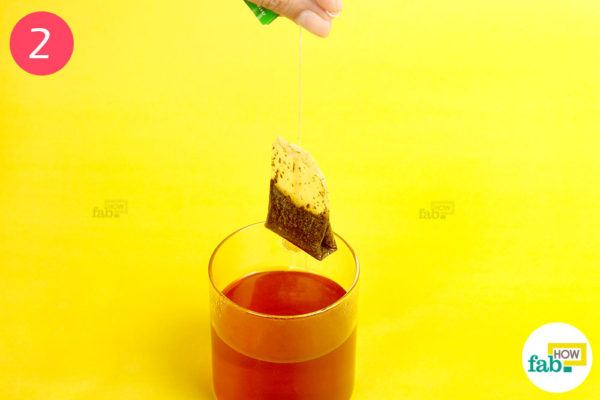 Apply the tea compress to the affected eye