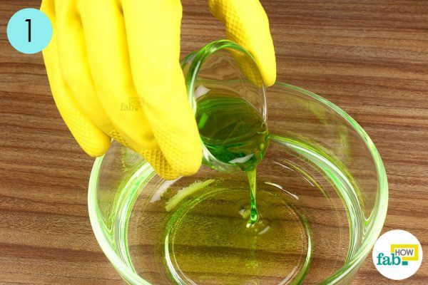 step-1-pour-the-detergent-in-water