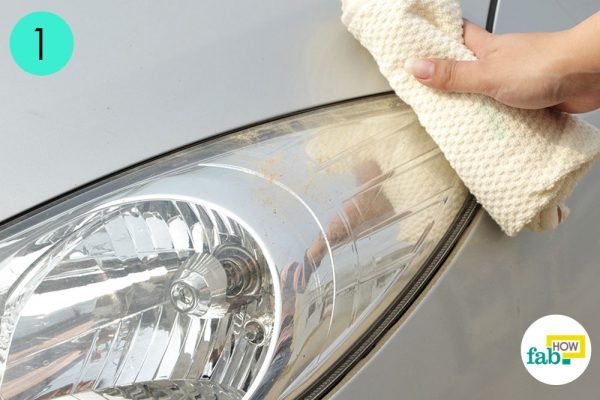 wipe off dry dust to clean car headlight