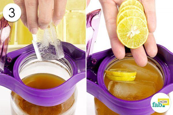 add ice cubes and lemon slices to make matcha lemonade
