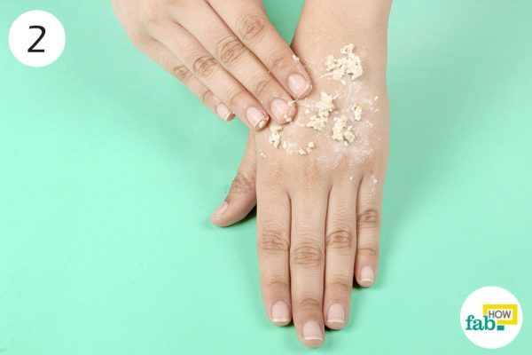 apply oatmeal scrub on keratosis pilaris