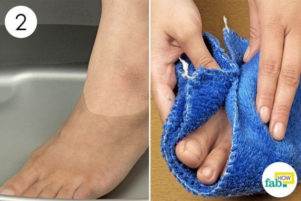 soak your swollen feet in epsom salt to get rid of chilblains