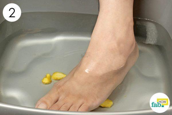 soak your swollen feet in ginger soak