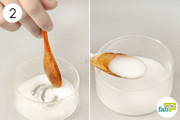 apply baking soda paste on iron for cleaning