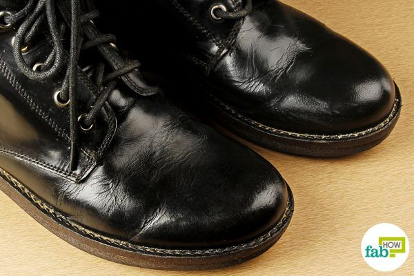 clean boots using vinegar
