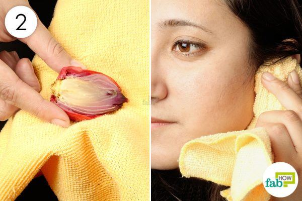 use hot onion compress to get relief from ear infection