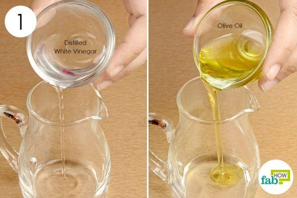 combine the vinegar and olive oil