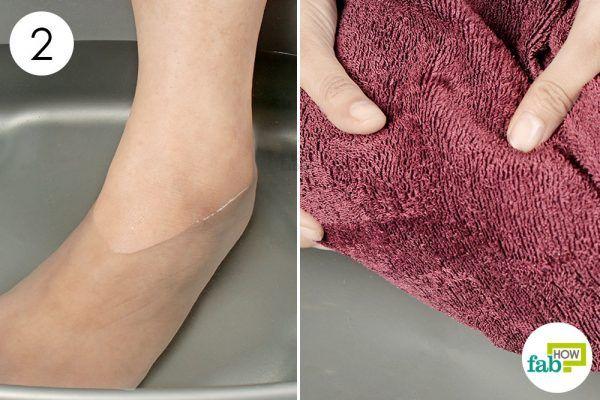 soak your foot in vinegar foot bath