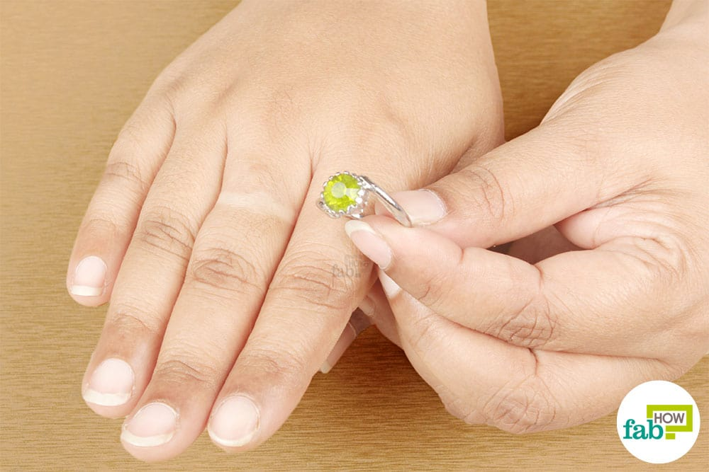 How To Get Wedding Ring Off Your Finger That S Stuck