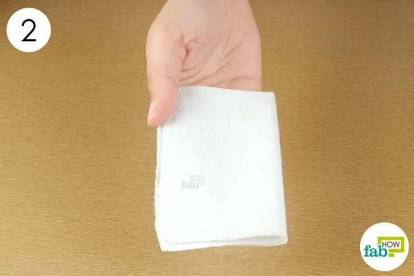 use hot cotton cloth as hot compress