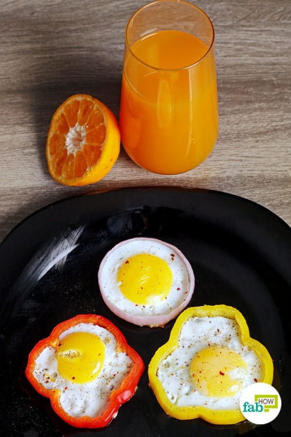 final sunny side up egg in onion and bell pepper rings