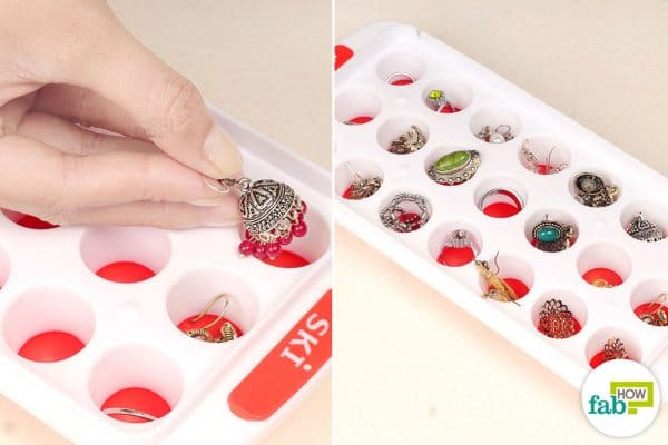 store jewelry in lidded ice cube tray