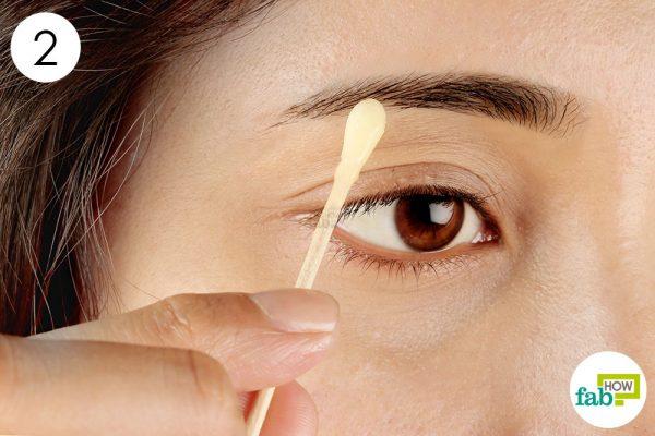 apply egg yolk on your eyebrow