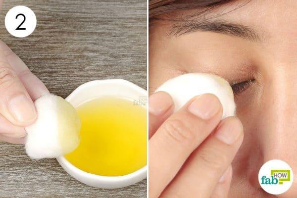 apply the mix on eyelids