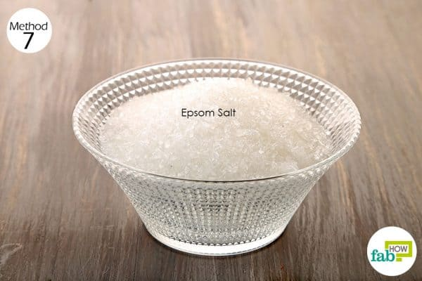 Add Epsom salt to bath water, and soak in it for 20 minutes to get rid of knee pain