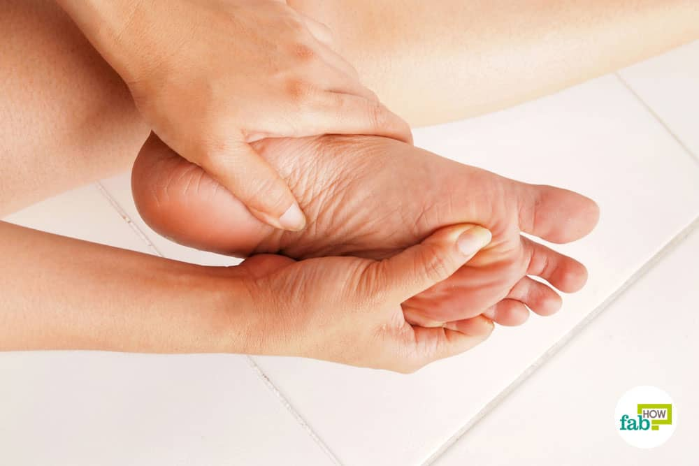 Pamper your feet to relieve them of pains and inflammation to get rid of foot pain