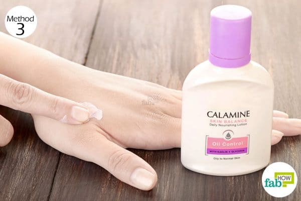 Apply a thick coat of calamine lotion to treat bed bug bite