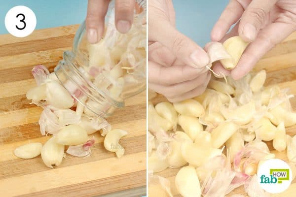 Pick out the peeled cloves to peel the garlic