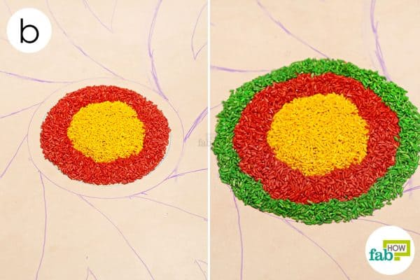 Fill up the second and third circles using red and green colored rice respectively