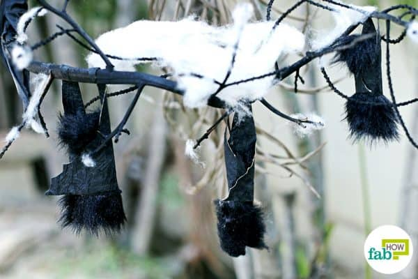 Put this hanging bat centerpiece outside to make halloween decoration