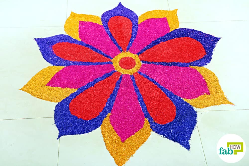 Diy easy hacks to make stunning rangoli designs this for Home made rangoli designs