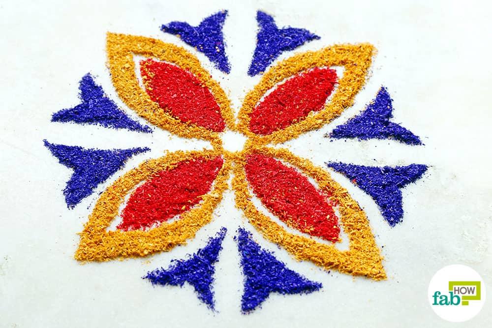 Diy easy hacks to make stunning rangoli designs this for Home made rangoli designs