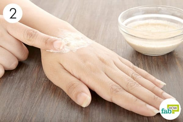Apply a thick layer of the ground oats paste to get rid of itchy skin