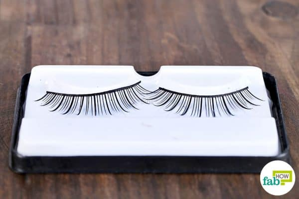 Learn how to clean false eyelashes with rubbing alcohol