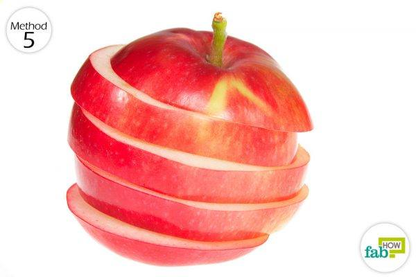 Consume apples to get rid of heartburn naturally