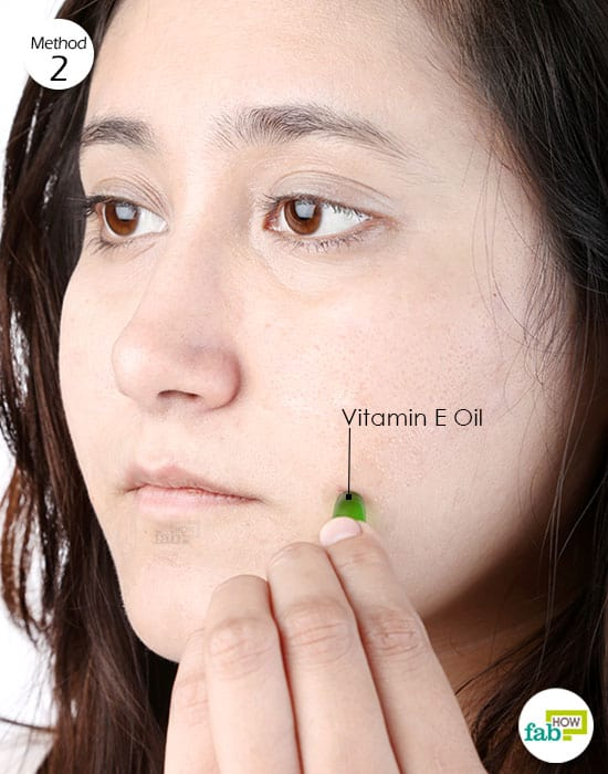 Use vitamin E oil to get rid of acne scars
