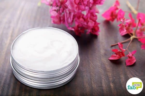 Make DIY foot cream using aloe vera