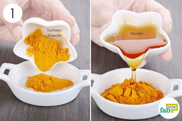 Combine turmeric powder and honey to use turmeric to get rid of scars