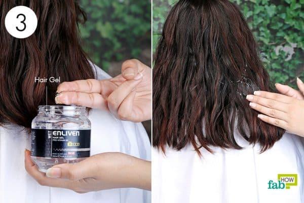 apply hair gel to blow-dry curly hair
