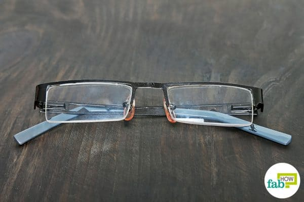 final to clean scratches on glasses with sunscreen