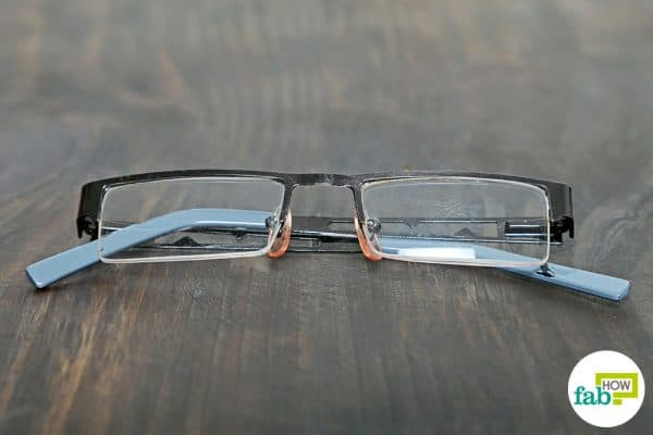 final to clean scratches on glasses with toothpaste