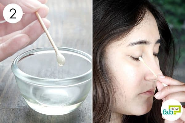 Apply to use castor oil for thicker eyebrows and lashes